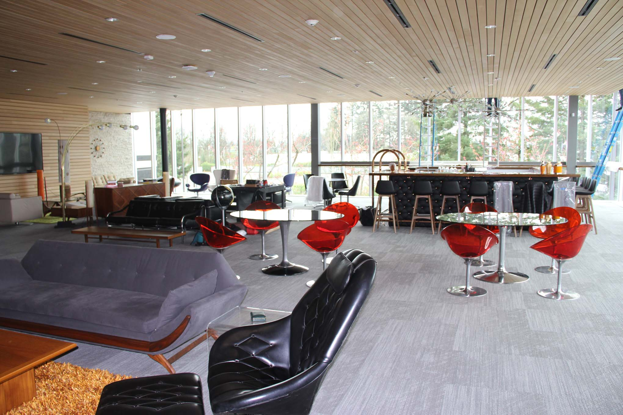 The authentic 1960s lounge is a space for clubs and gatherings that the museum provides to local racers and enthusiasts. Check out the authentic, black, diamond-tufted bar similar to what was seen in smoky hotel lounges in 1960s New York.