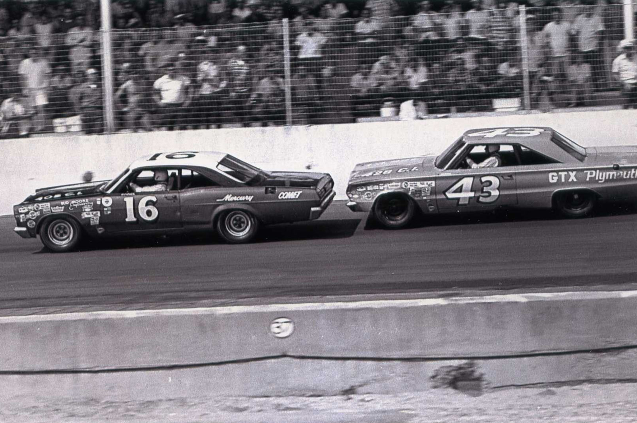 That's the King Richard Petty tailing Darel at Darlington in 1966.