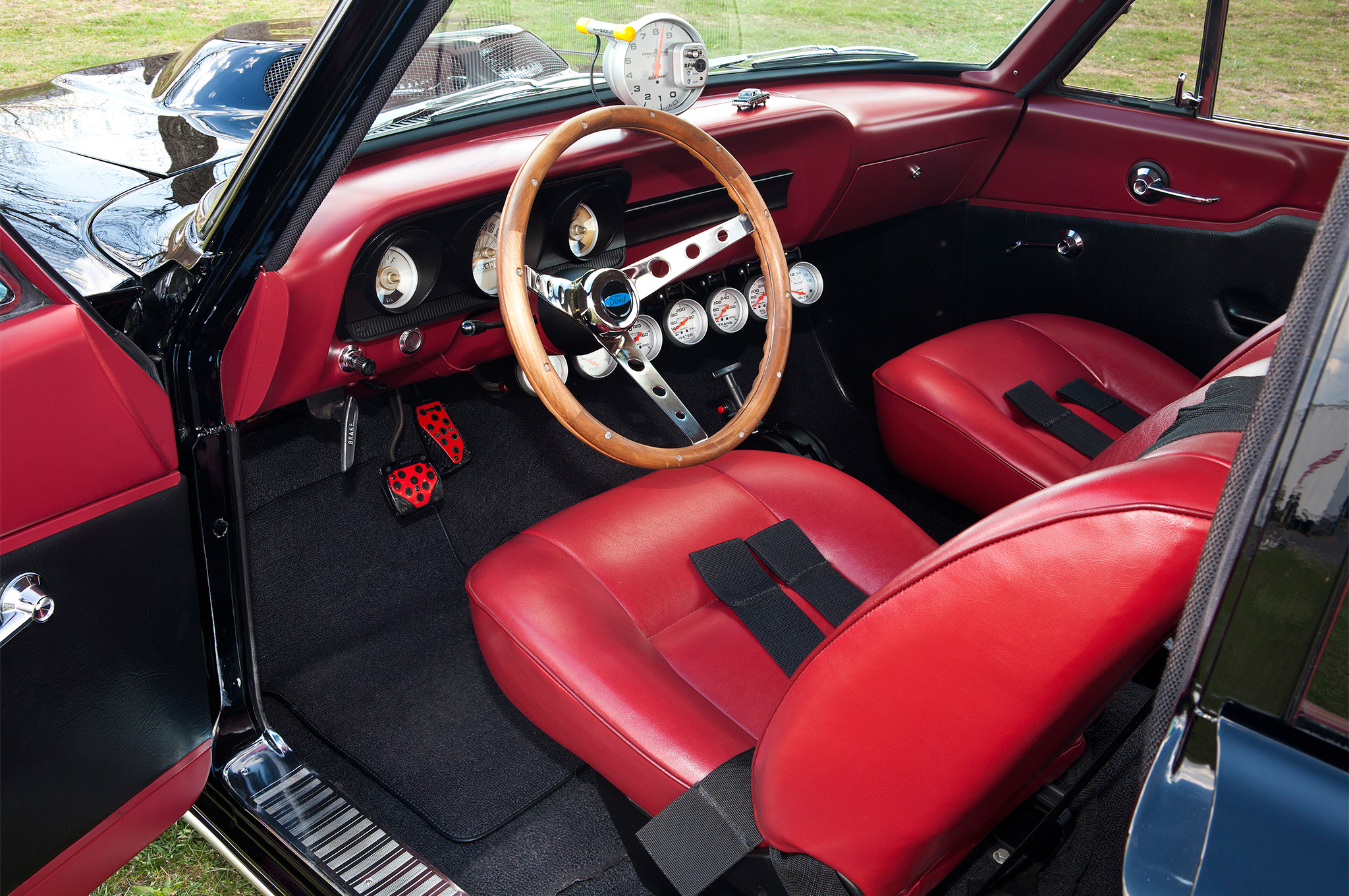While the exterior says T-bolt, the interior is comfortable street car. Jim's original intention was only to be a radical cruiser, so he went with bucket seats rather than the Spartan Econoline ones found in a Thunderbolt.