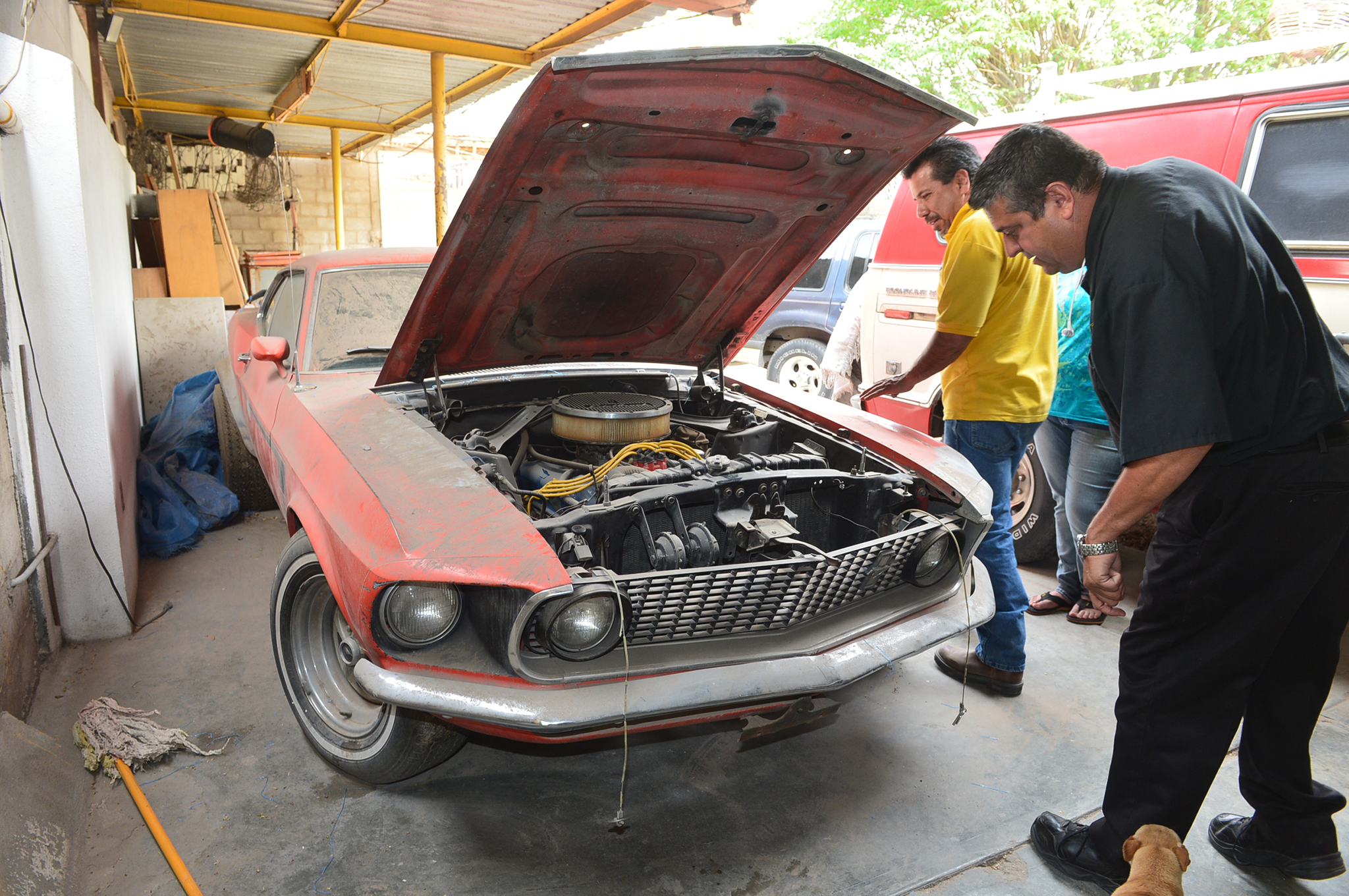 Michael opened the hood to see the original Boss 302 had been replaced with a regular 302. However, the lady who owned it said her father had the original Boss 302 engine in Chihuahua.