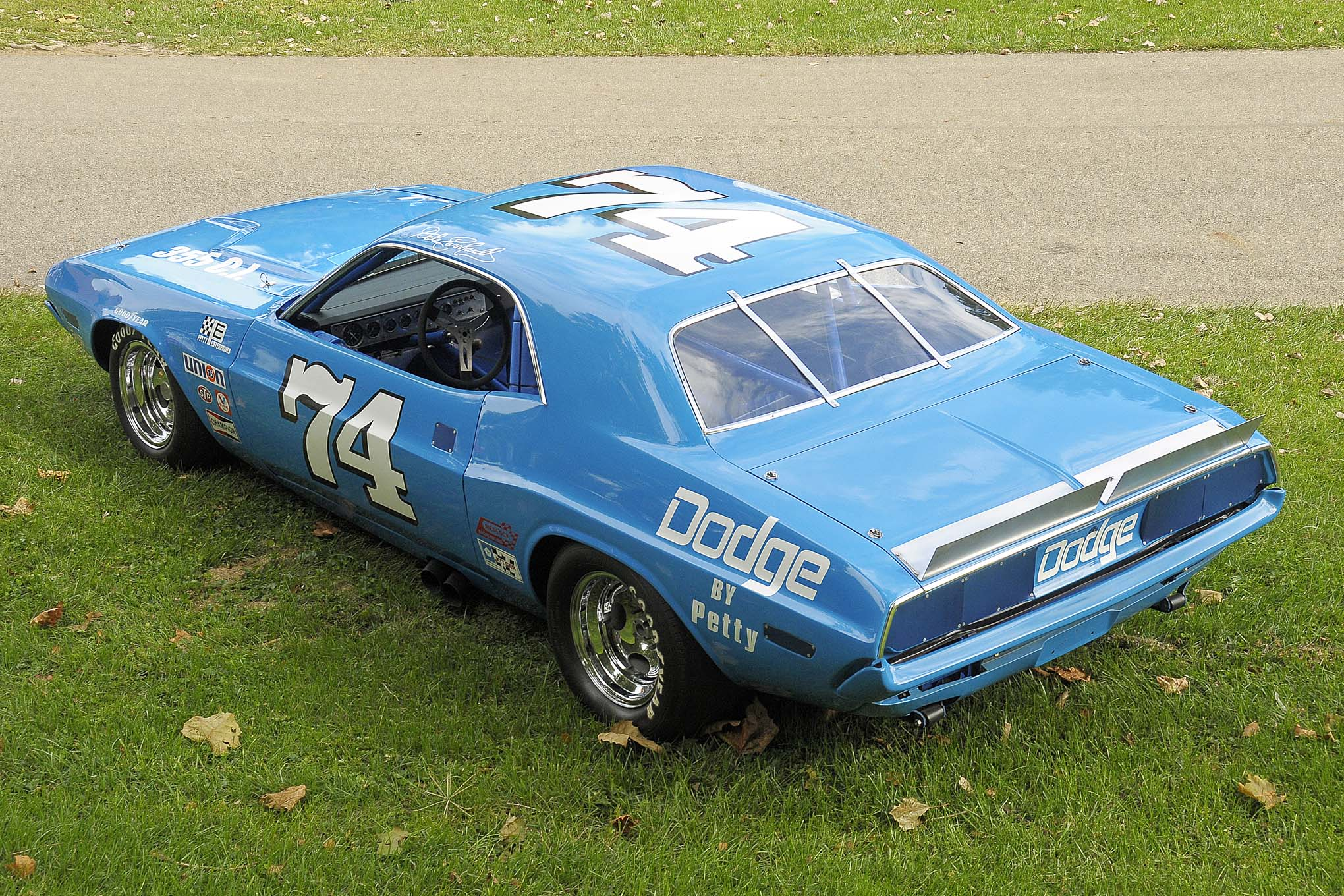 The body was a factory steel 1972 Challenger attached to a kit car frame. The frame was bolstered by X-ing and featured a complete complement of items, making it race ready.