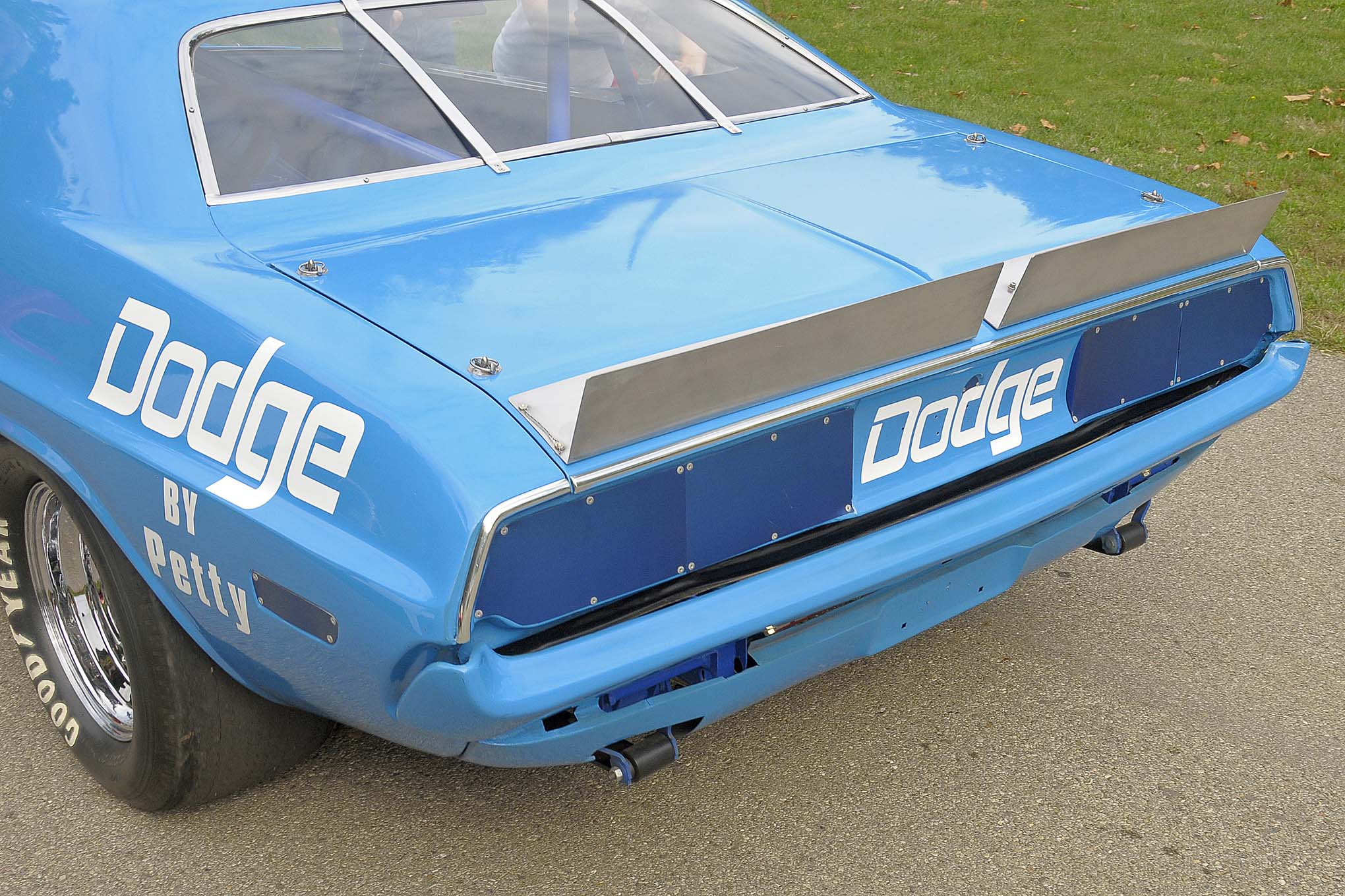 As was the custom of the time, the rear-deck spoiler was designed in two pieces and contributed much needed downforce.