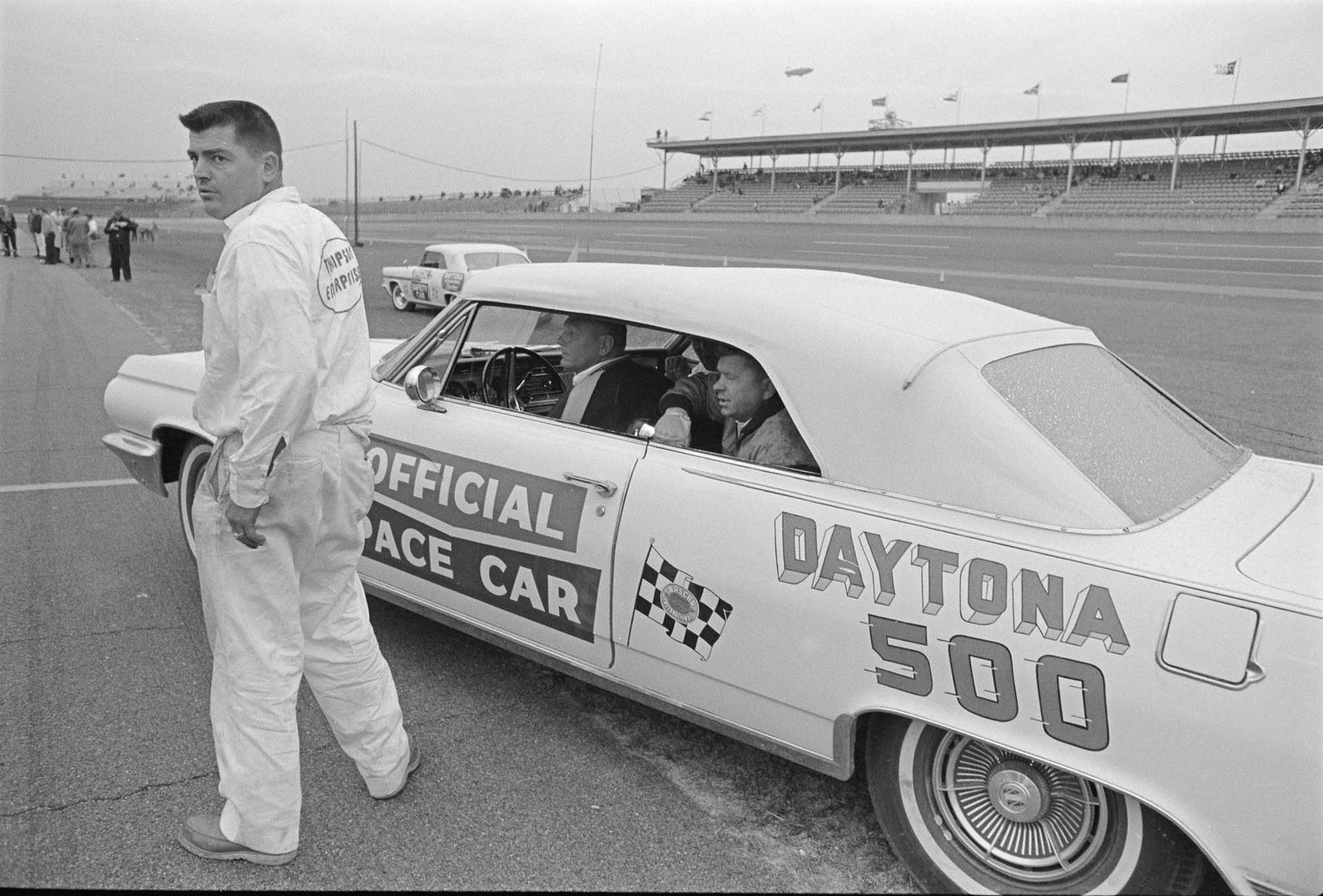 None of our archive images shows Smokey Yunick or Zora Arkus-Duntov in the pits that day, but the 34-year-old Thompson was clearly on HRM photographer Bod D'Olivo's shot list.
