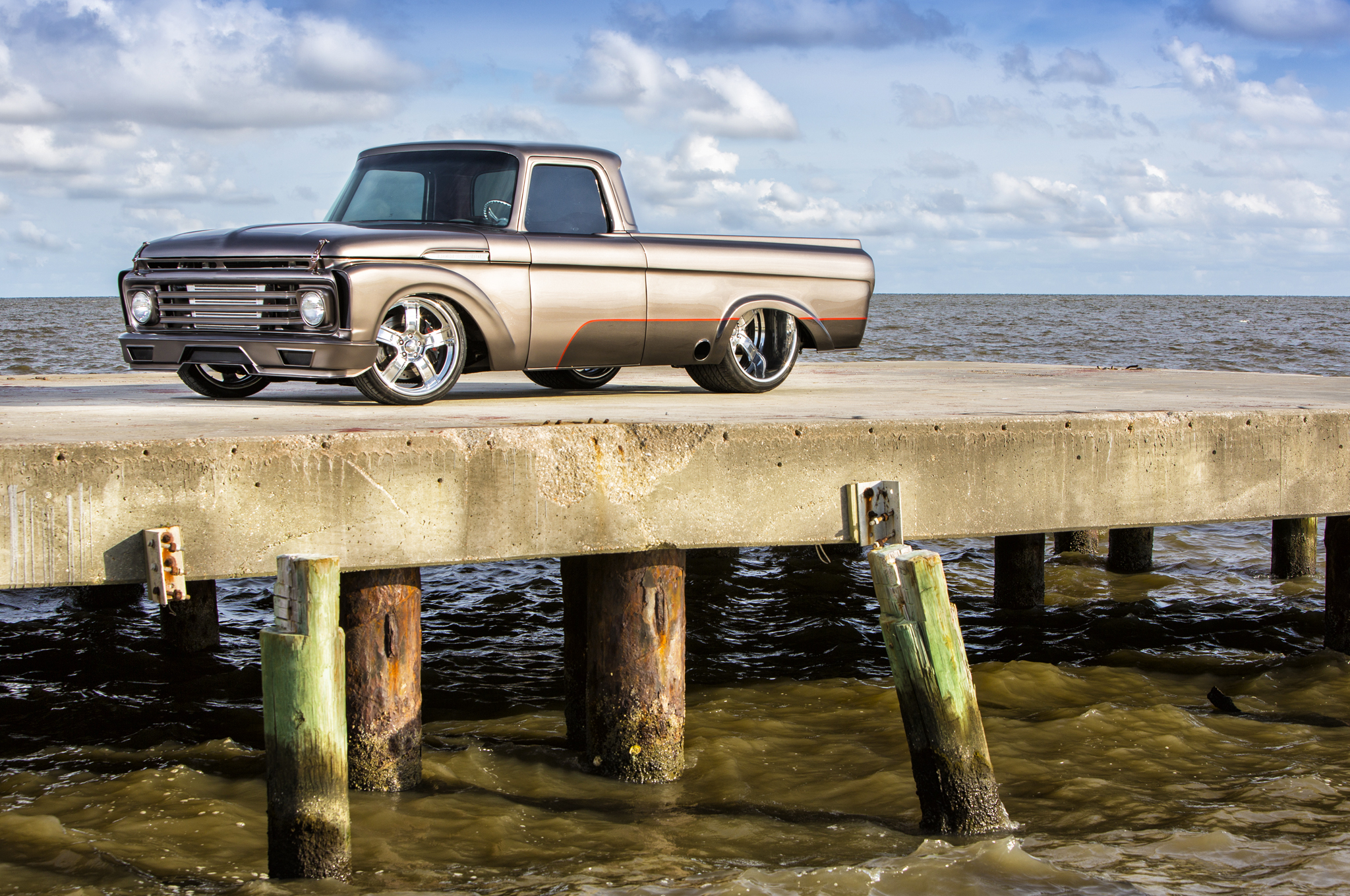 Weaver Customs sprayed the 1962 F-100 in a metallic Chai Bronze and Silverstone Gray two-tone with a Laser Red pinstripe, all using Axalta paint.
