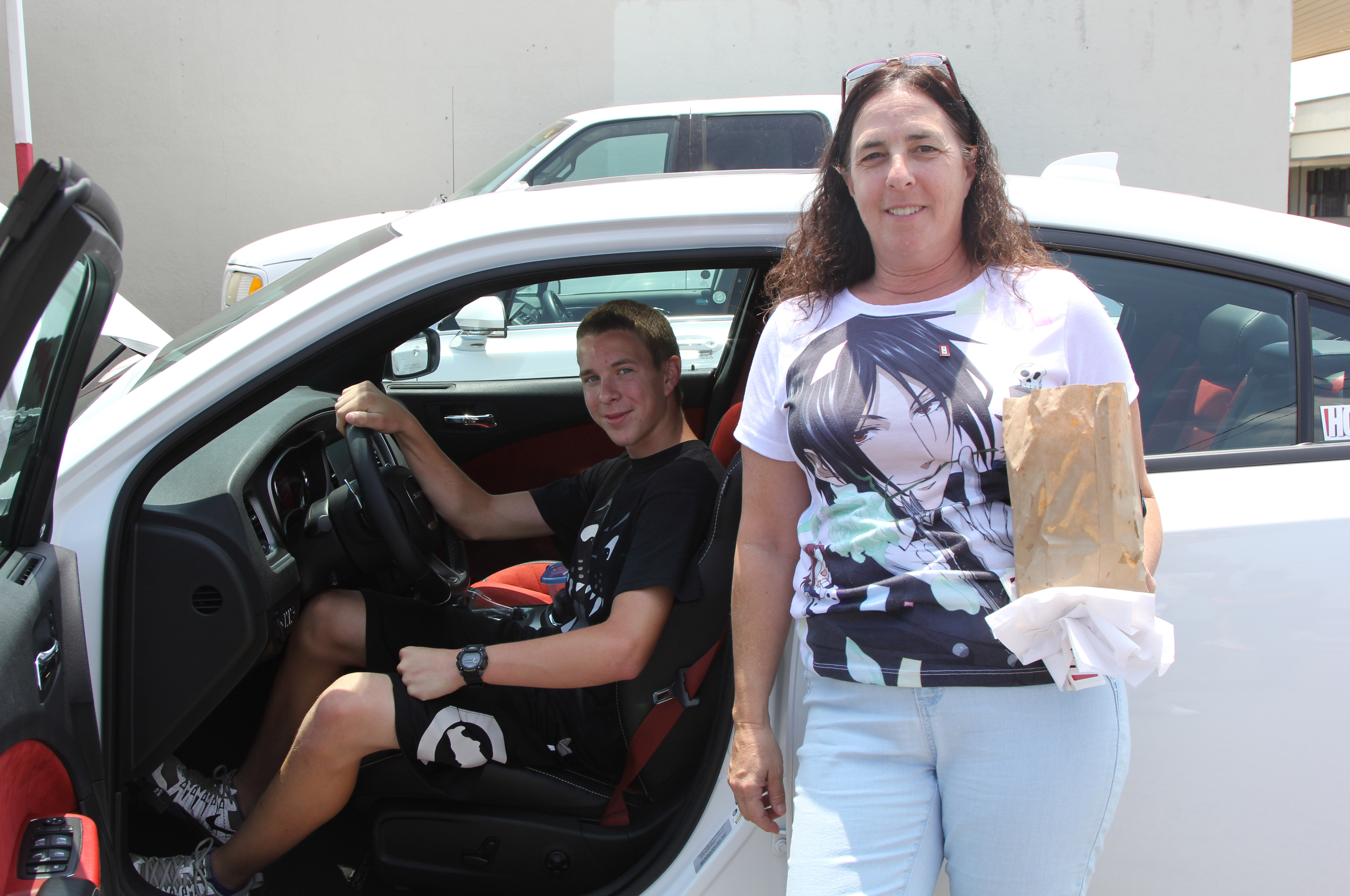 At Wimpy Burger in Tulare, California, we met our first Hellcat fans. Cathy and Matthew traded us some Wimpy's seasoned fries for a chance to sit in the Charger and rev it up. We got the best part of that deal, Wimpy's fries are fantastic!