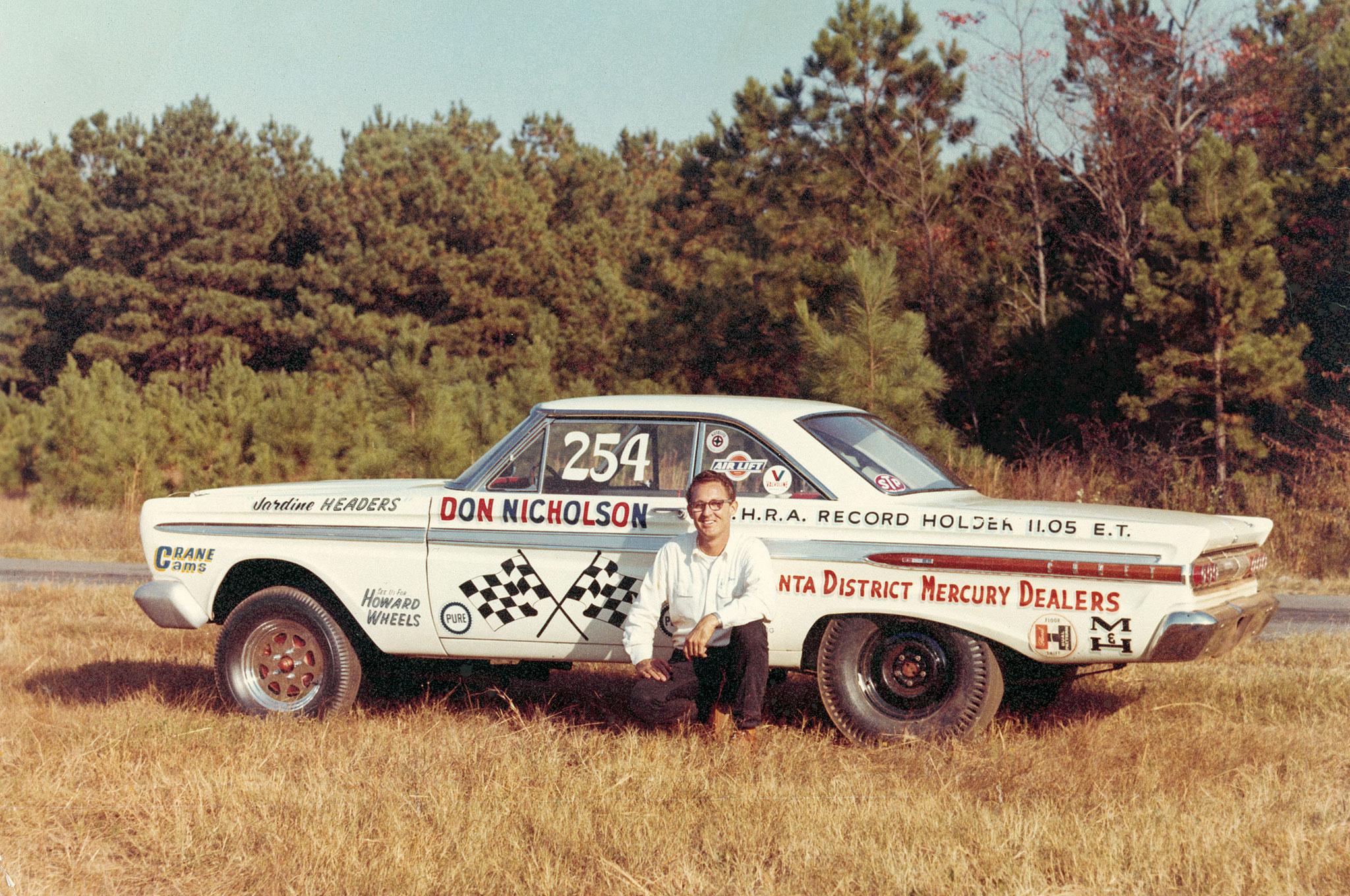 Dyno's 1964 Mercury Comet ran in A/FX running against such luminaries as Ronnie Sox, who also was driving a 1964 Comet. Sox & Martin's Mopar affiliation would come the following year.