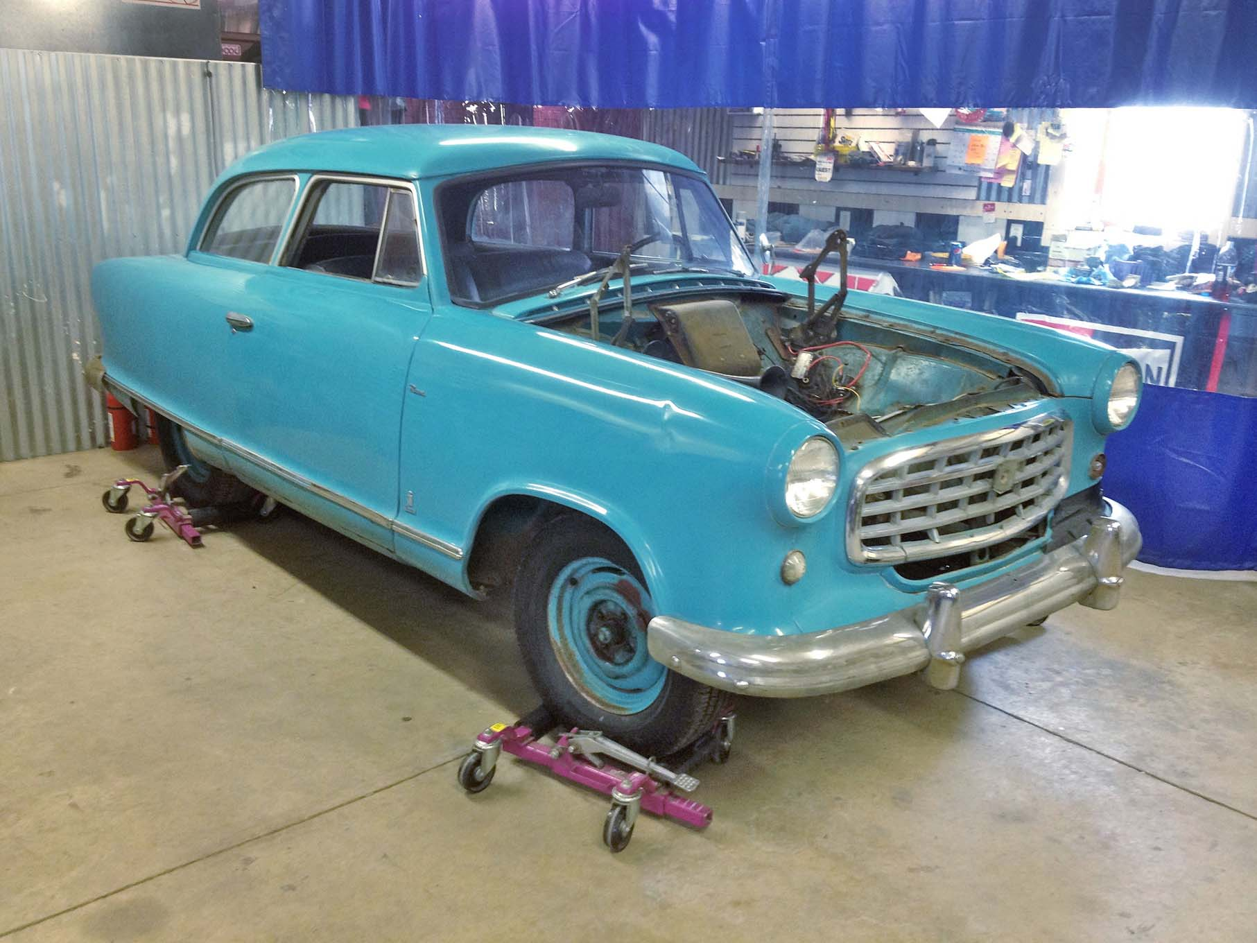 Here's the Nash as Tinberg purchased it from eBay, a sweet little car that had been repainted in its original turquoise color in the 1970s.
