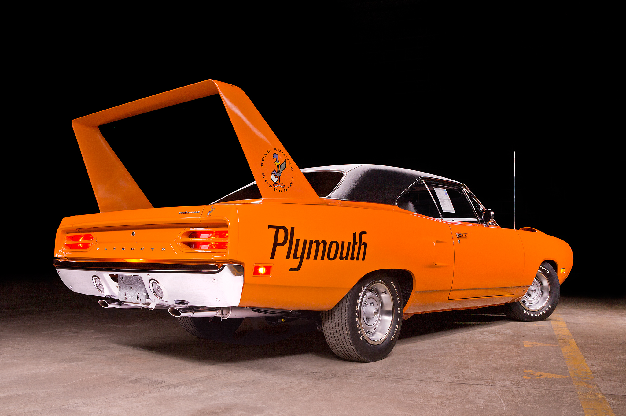 Amazing 1970 Plymouth Superbird Sets New Benchmark For