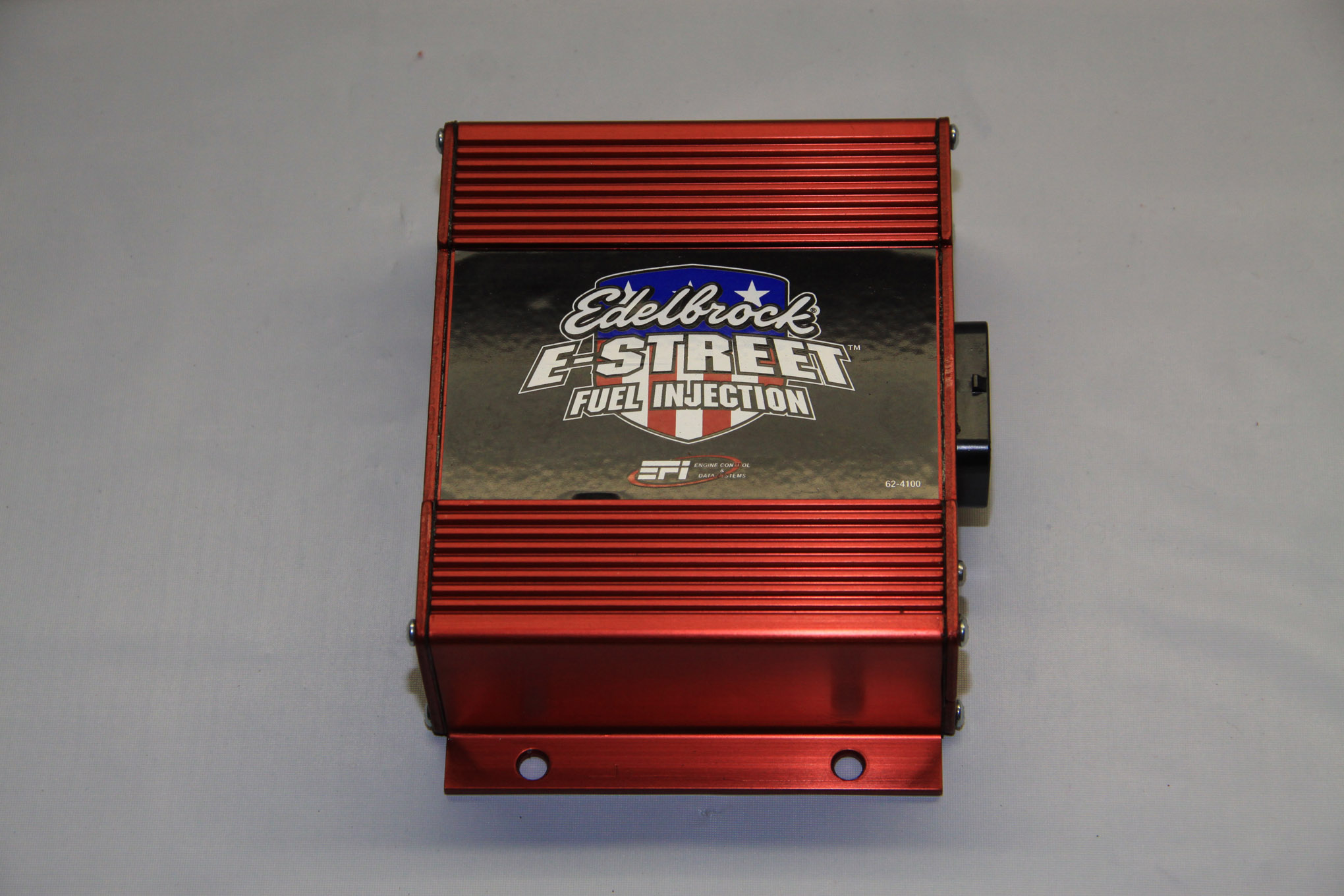 Edelbrock's sophisticated ECU comes with pre-loaded software, in operation with feedback from the oxygen sensor the system fine-tunes idle, cruise, and wide-open throttle air/fuel ratios. It is also capable of controlling two electric engine-cooling fans.