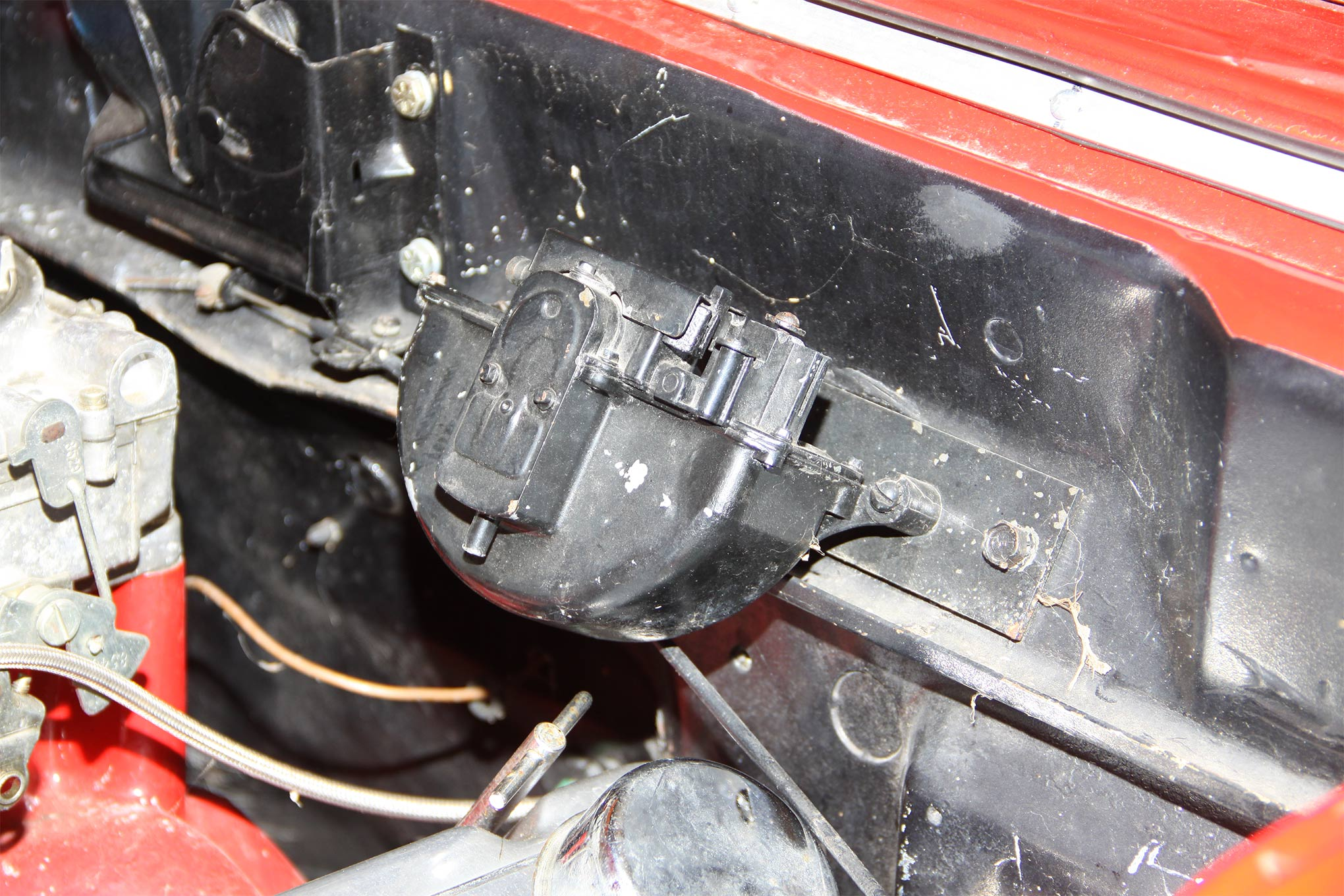 This is the original vacuum windshield wiper motor. Not only was it tired, somewhere along the line it was treated to a coat of rattle can flat black.