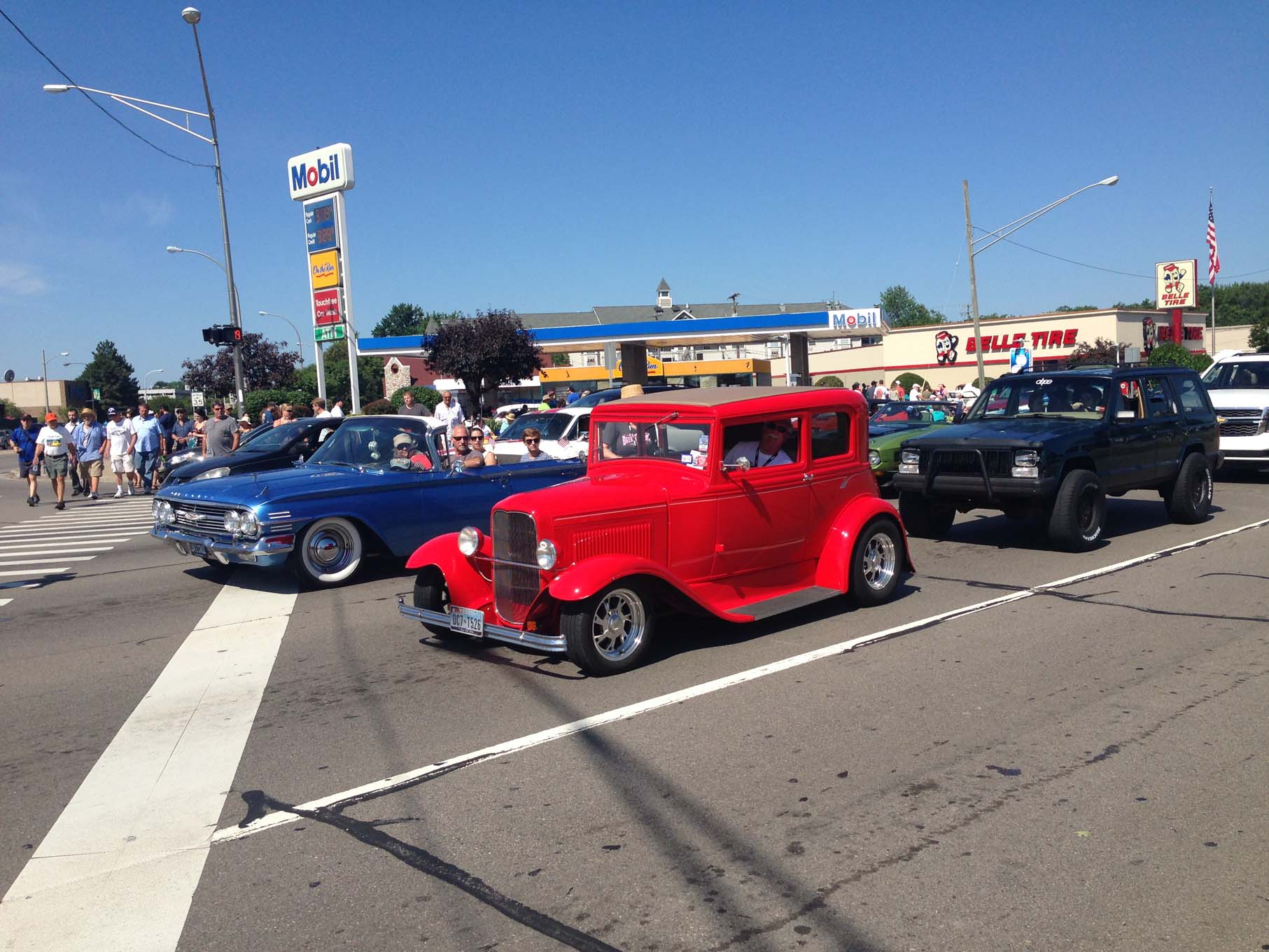 There is always a great mix of vehicles cruising up and down Woodward Avenue. Street rods, customs, muscle cars and modern special interest vehicles line the street. Most Dream Cruise veterans realize that by Saturday traffic is heavy and it is best to find a good parking spot to watch the fun.