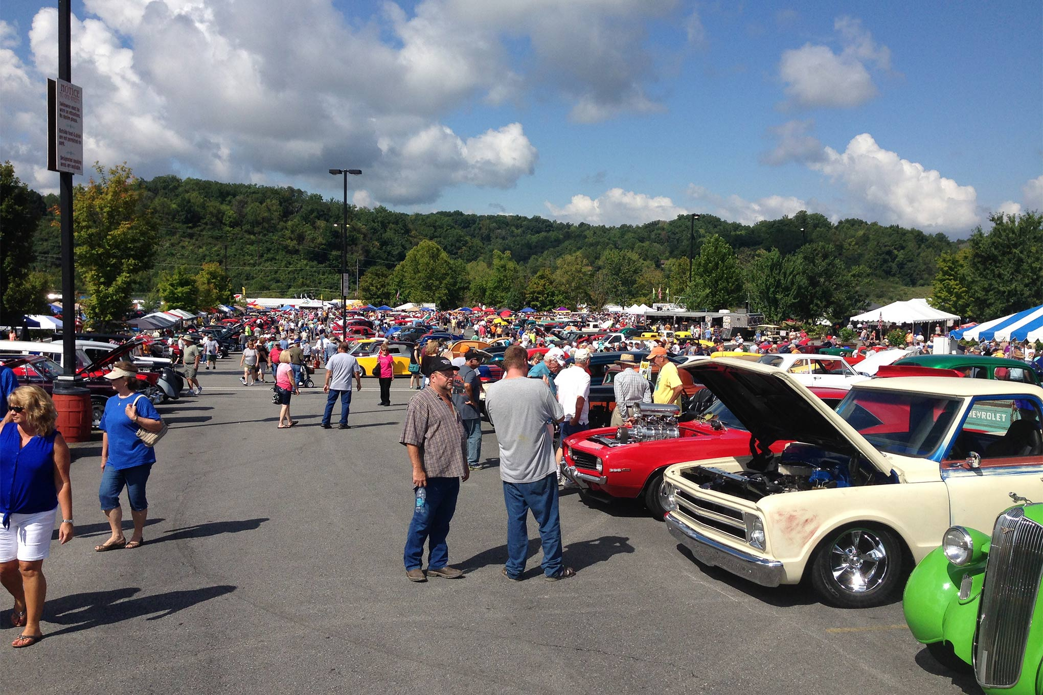 The 33rd edition of the Shades of the Past Hot Rod Round Up was a big hit with everyone in attendance. This show has grown tremendously since their move to Dollywood Splash Country in Pigeon Forge.