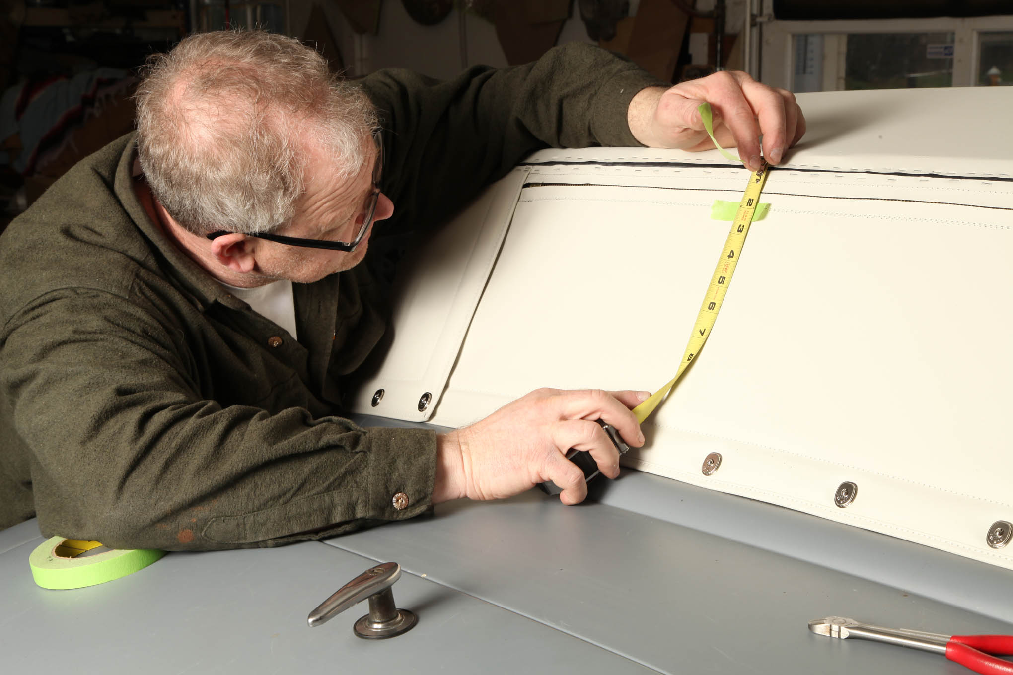 Before he stapled the flap in place, Reichlin marked where it overlapped the rear panel and plotted the lines for the rear window. We don't show its installation but it's a simple mail-slot window.