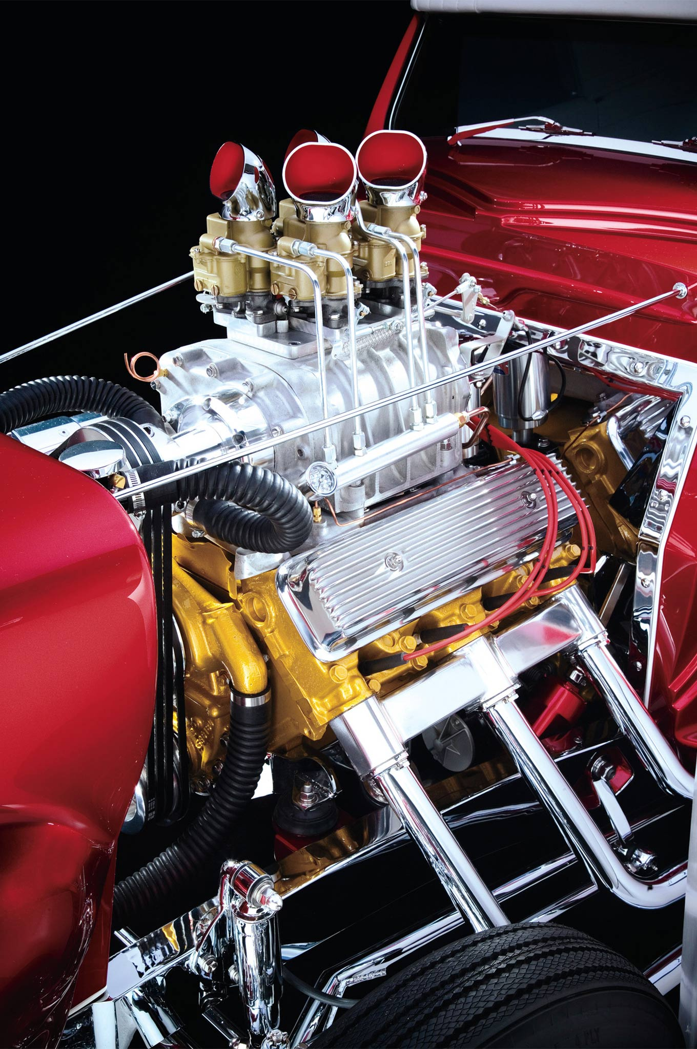 Steve Farkaly at Uncommon Engineering built the 1/8-over 324 Olds. He lucked into the N.O.S. 4-71 Cragar blower but had to craft the drive. Borneman said the condition of the Offenhauser rocker covers inspired the Moon pieces. Believe it or not but the corrugated hose is faithful to the original.