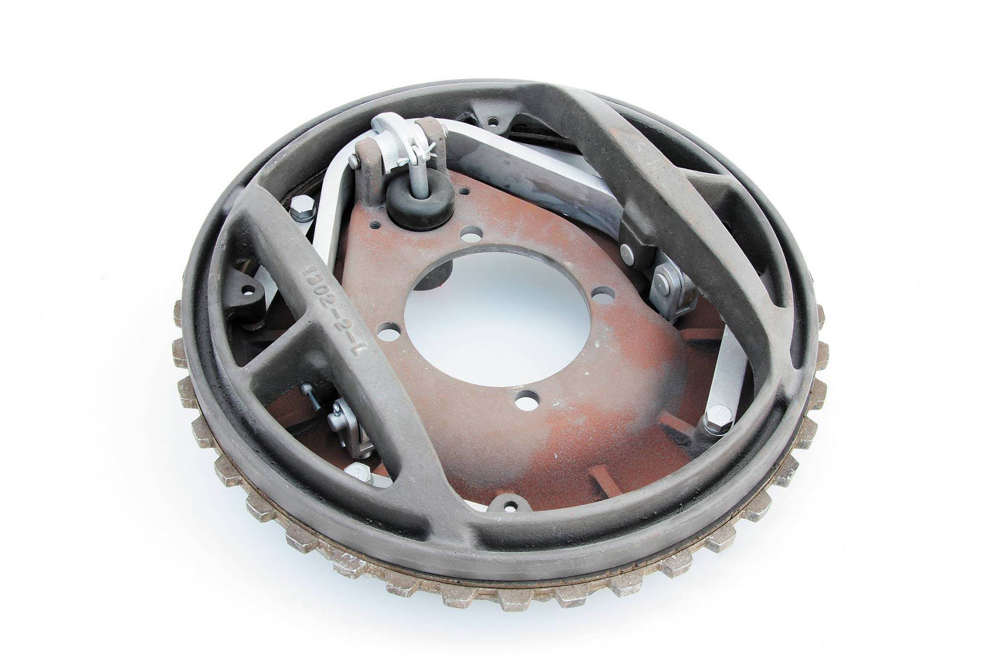 """Think of Kinmonts as a kind of clutch assembly. The horseshoe-shaped section forces a circular pressure plate against the friction material, which is on both sides of a floating disc that's sandwiched between the pressure plate and the stationary backing plate. Four simple spring straps return the plate to """"at rest"""" position. Kinmont brakes were designed to be operated by a standard Ford brake master cylinder. No proportioning valve is required, if you install the Kinmonts on all four corners."""