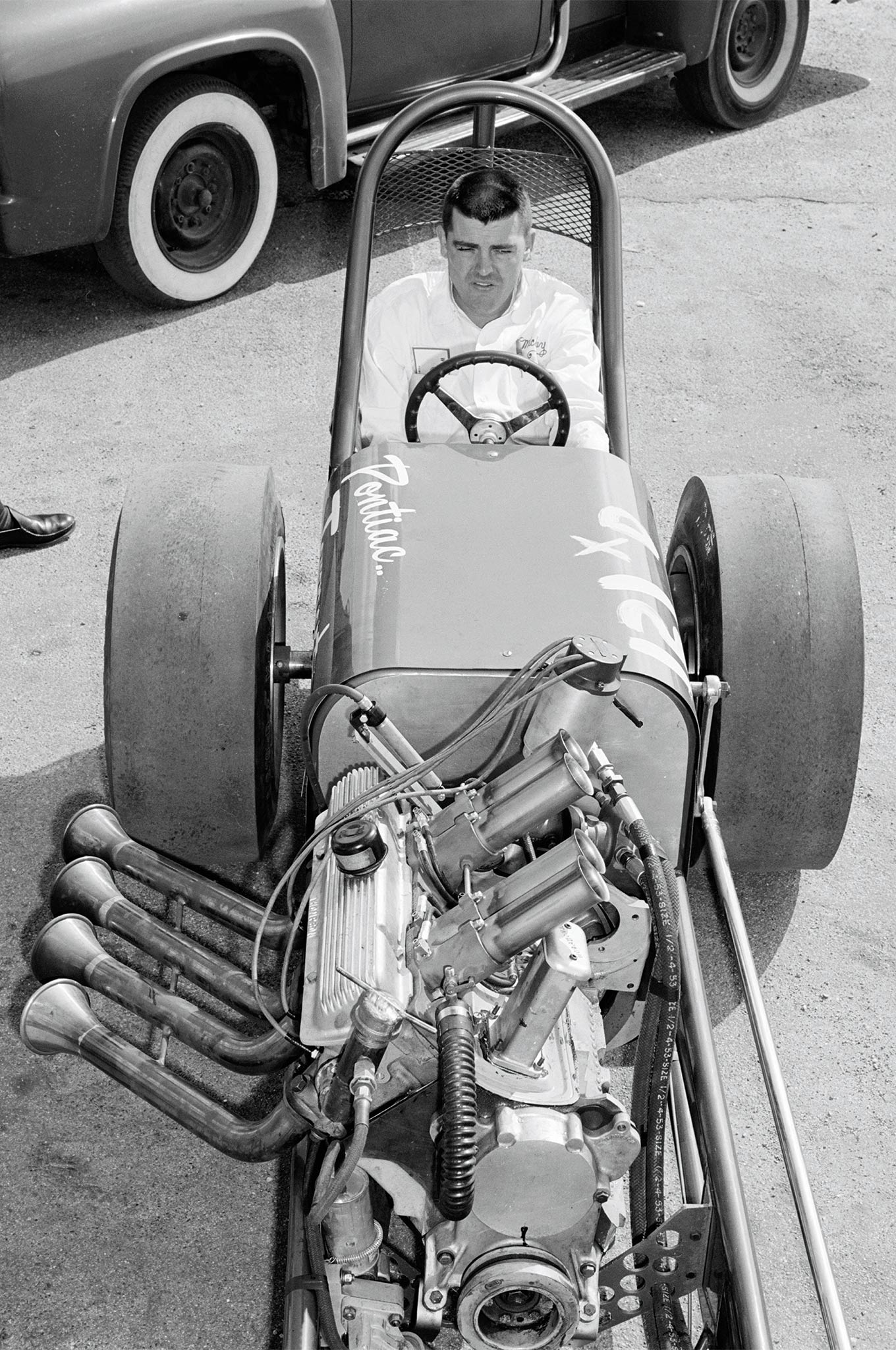 Mickey Thompson fielded five dragsters and several stock cars, going on to win Middle Eliminator with this injected half-a-V8 Pontiac banger, beating all comers with a 10.50 at 131 mph in the final to the B/altered of Hirshfield and Buky.