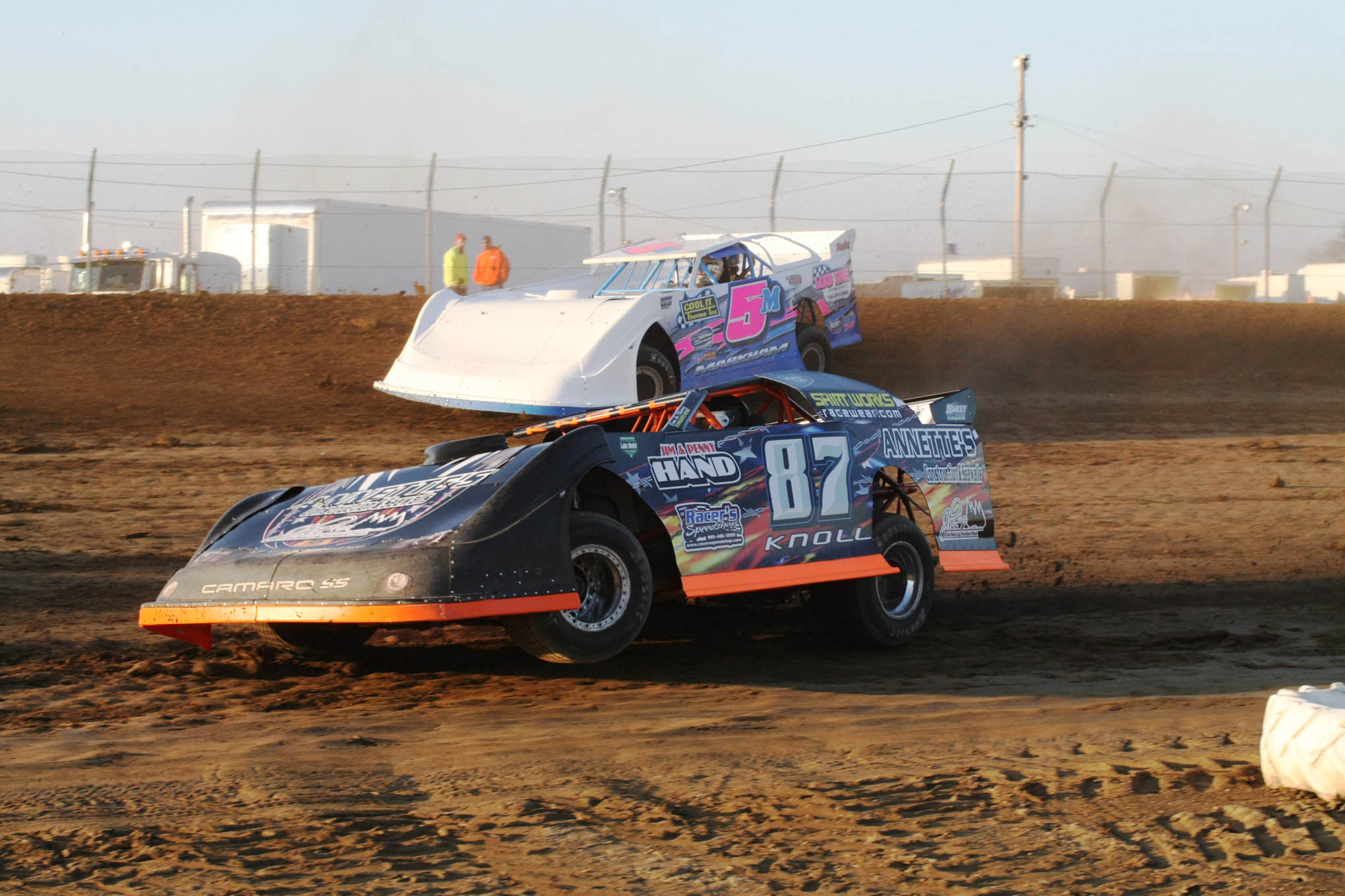 Knoll and Ryan Markham (5M) battle for position in the UMP Late Models.