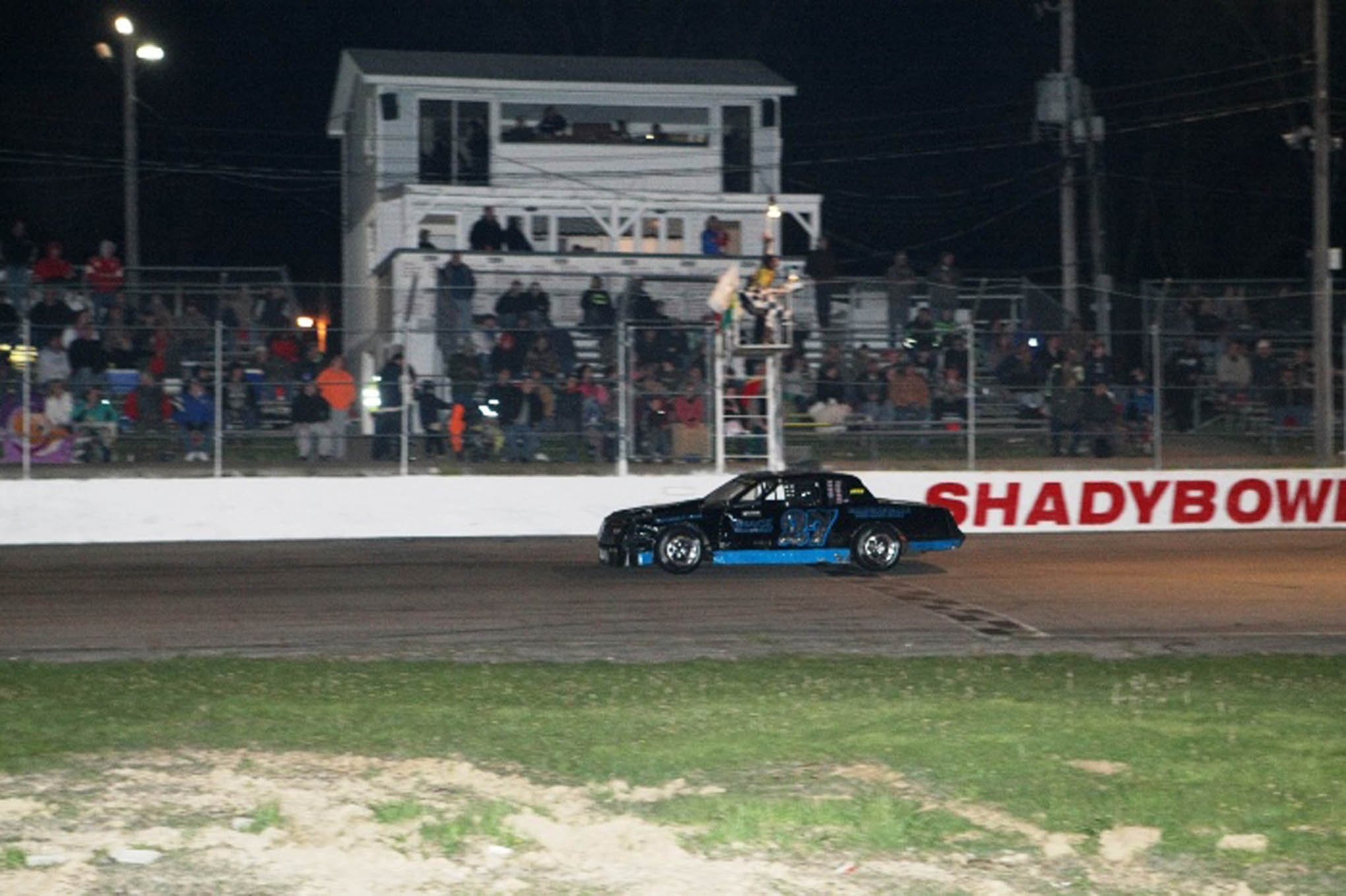 Josh Poore takes the checkered flag at Shady Bowl