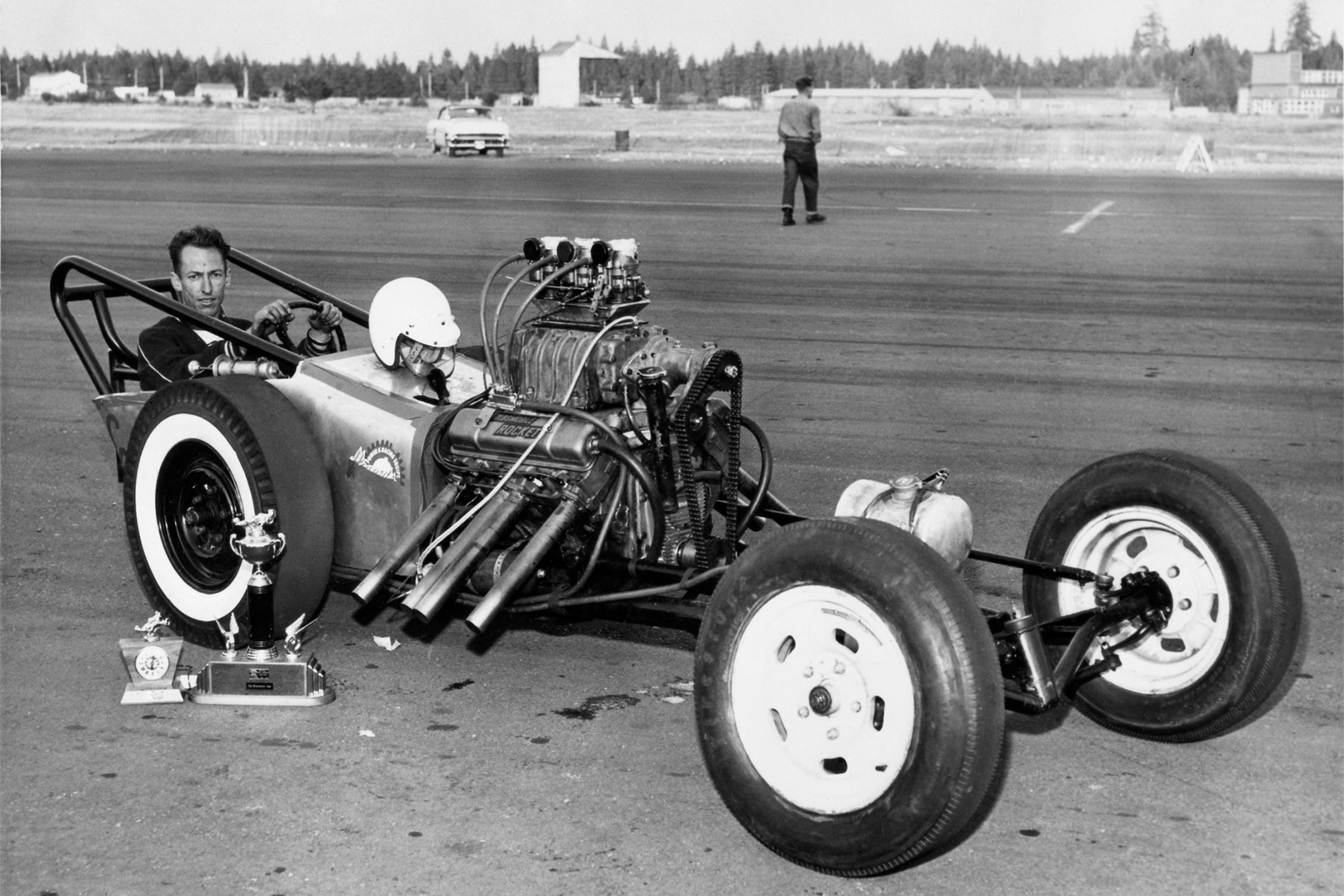 Scotty teamed with Orville Moe up in Spokane. They built this Chassis Research car and powered it with a basically stock Olds. Even the Holley 2110 carburetors still have their choke elements.