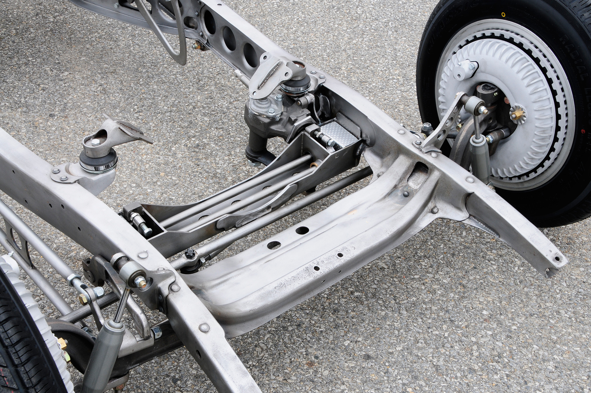 Check out the work Lesky did modifying a torsion bar suspension that started with parts from Moal Coachbuilders. The steering box is also somewhat hidden under the driver side engine mount, and the lack of transverse spring allows the car to sit quite low. Photo: Chuck Vranas.