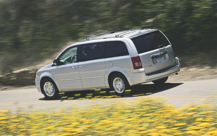 2009 chrysler town and country limited first drive motor trend. Cars Review. Best American Auto & Cars Review