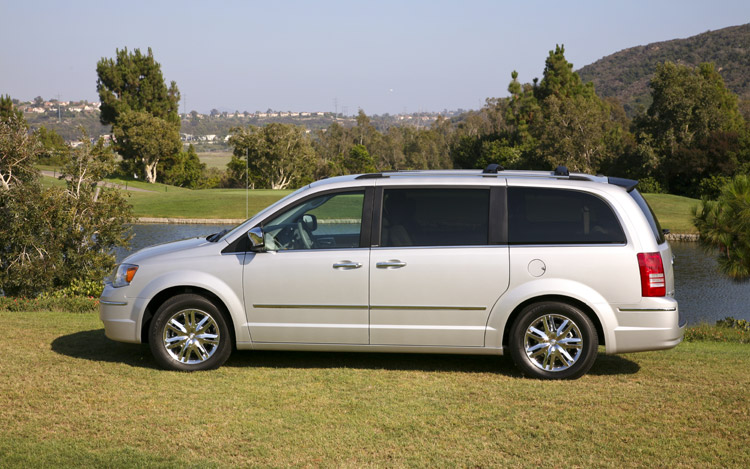 2009 chrysler town and country limited first drive. Black Bedroom Furniture Sets. Home Design Ideas