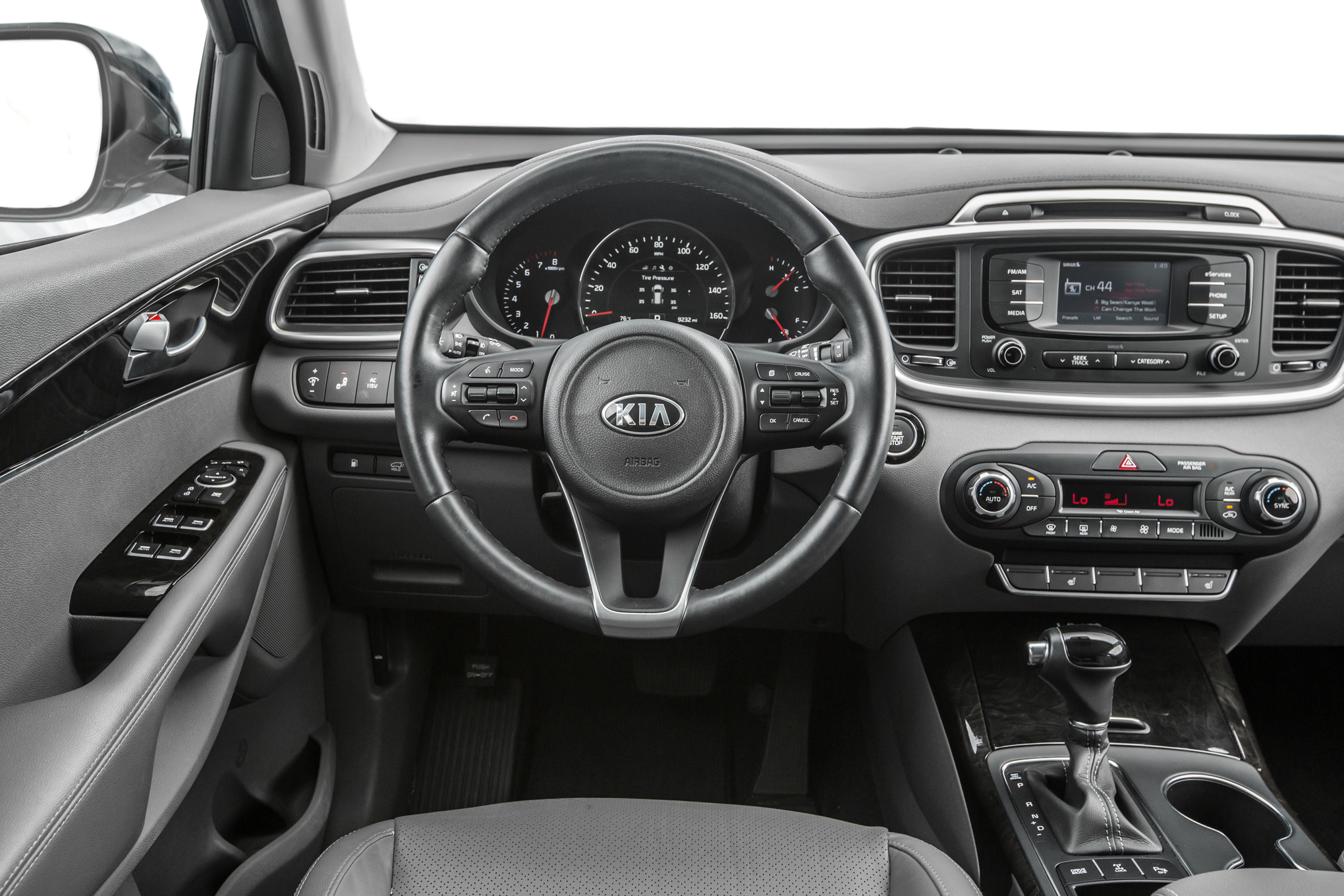 Inside the 2016 Kia Sorento EX AWD V-6