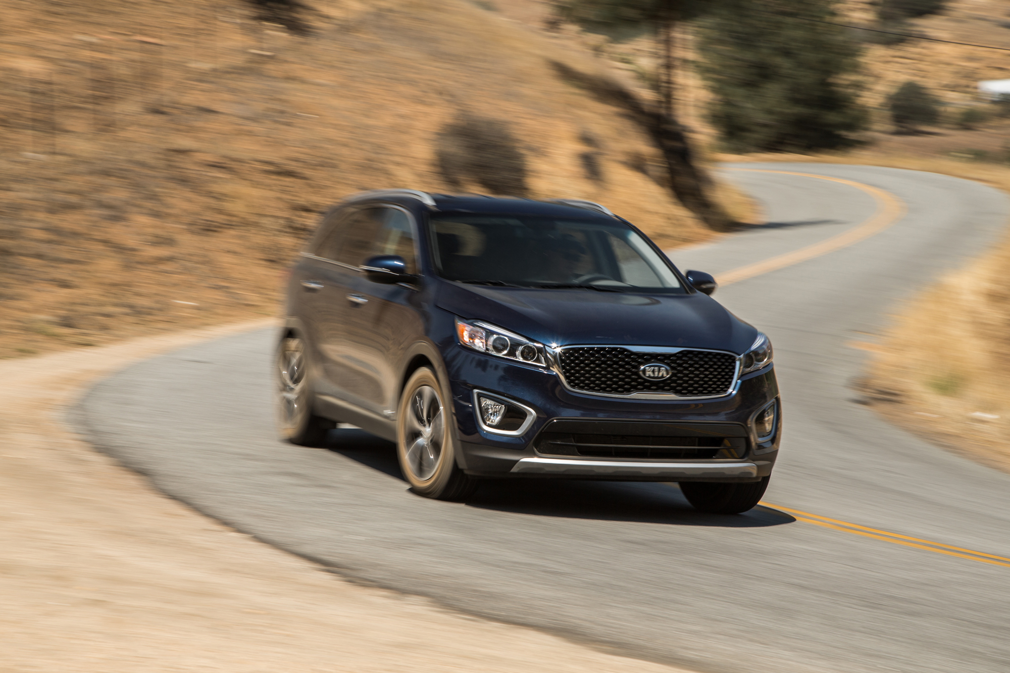 The 2016 Kia Sorento EX AWD V-6