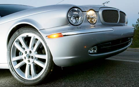 2004 jaguar xjr review specs road test motor trend. Black Bedroom Furniture Sets. Home Design Ideas