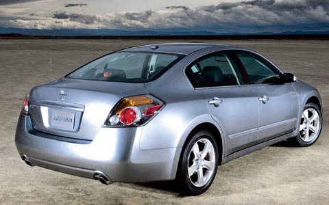2007 nissan altima first look motor trend. Black Bedroom Furniture Sets. Home Design Ideas