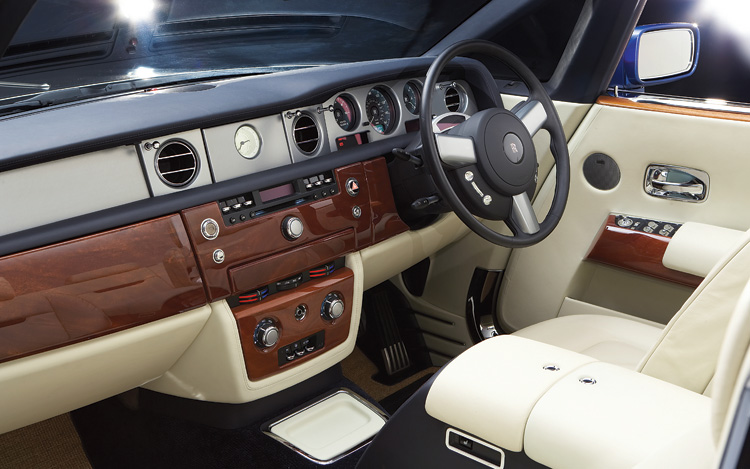2008 rolls royce phantom drophead coupe first look motor trend. Black Bedroom Furniture Sets. Home Design Ideas