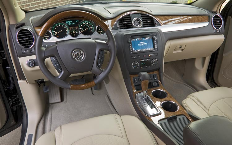 2008 buick enclave first drive motor trend for Buick enclave interior pictures