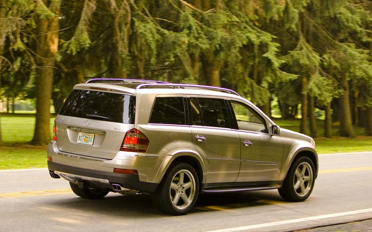 2008 mercedes benz gl550 ml550 newcomers motor trend for Mercedes benz gl550