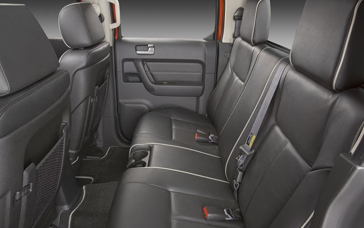 First drive 2009 hummer h3t prototype first drive motor trend for Hummer h3 interior accessories