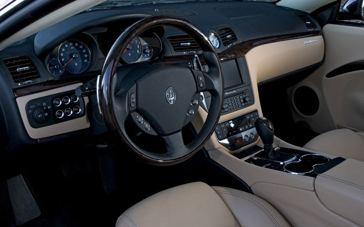 2008 maserati granturismo photo gallery motor trend for Maserati granturismo s interieur