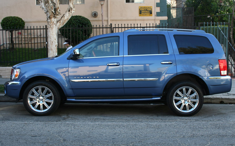2008 Chrysler Aspen Limited 4WD - Quick Drive - Motor Trend