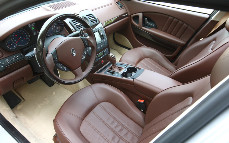 http://enthusiastnetwork.s3.amazonaws.com/uploads/sites/5/2008/07/112_0807_03z-2009_maserati_quattroporte_s-interior_view.jpg