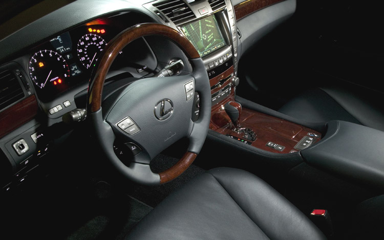 http://enthusiastnetwork.s3.amazonaws.com/uploads/sites/5/2008/07/112_0809_09z-2007_lexus_LS_460-interior_view.jpg