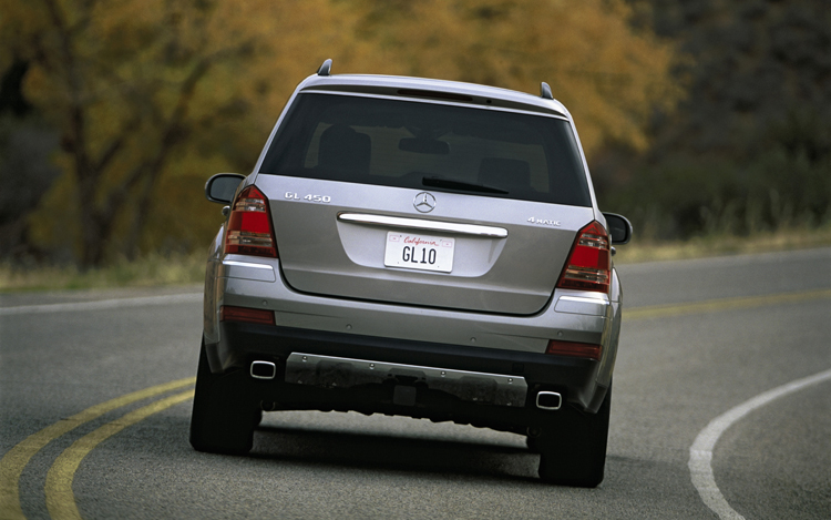 2008 mercedes benz gl class first look motor trend for Mercedes benz gl 2008