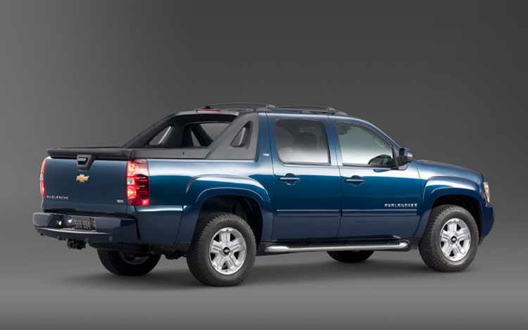 2009 chevrolet avalanche first look motor trend. Black Bedroom Furniture Sets. Home Design Ideas