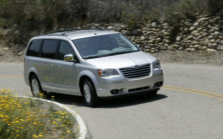 2009 chrysler town and country limited first drive motor trend. Black Bedroom Furniture Sets. Home Design Ideas