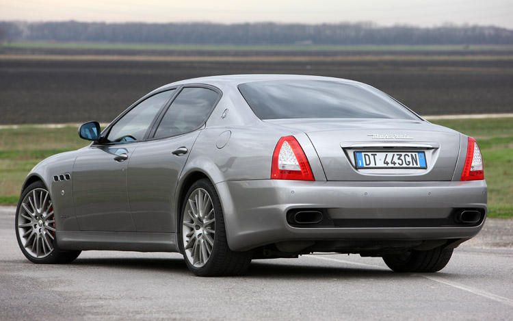 http://enthusiastnetwork.s3.amazonaws.com/uploads/sites/5/2009/02/112_0905_06z-2009_maserati_quattroporte_sport_GTS-rear_three_quarter.jpg
