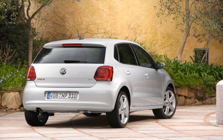 2009 volkswagen polo first drive motor trend. Black Bedroom Furniture Sets. Home Design Ideas