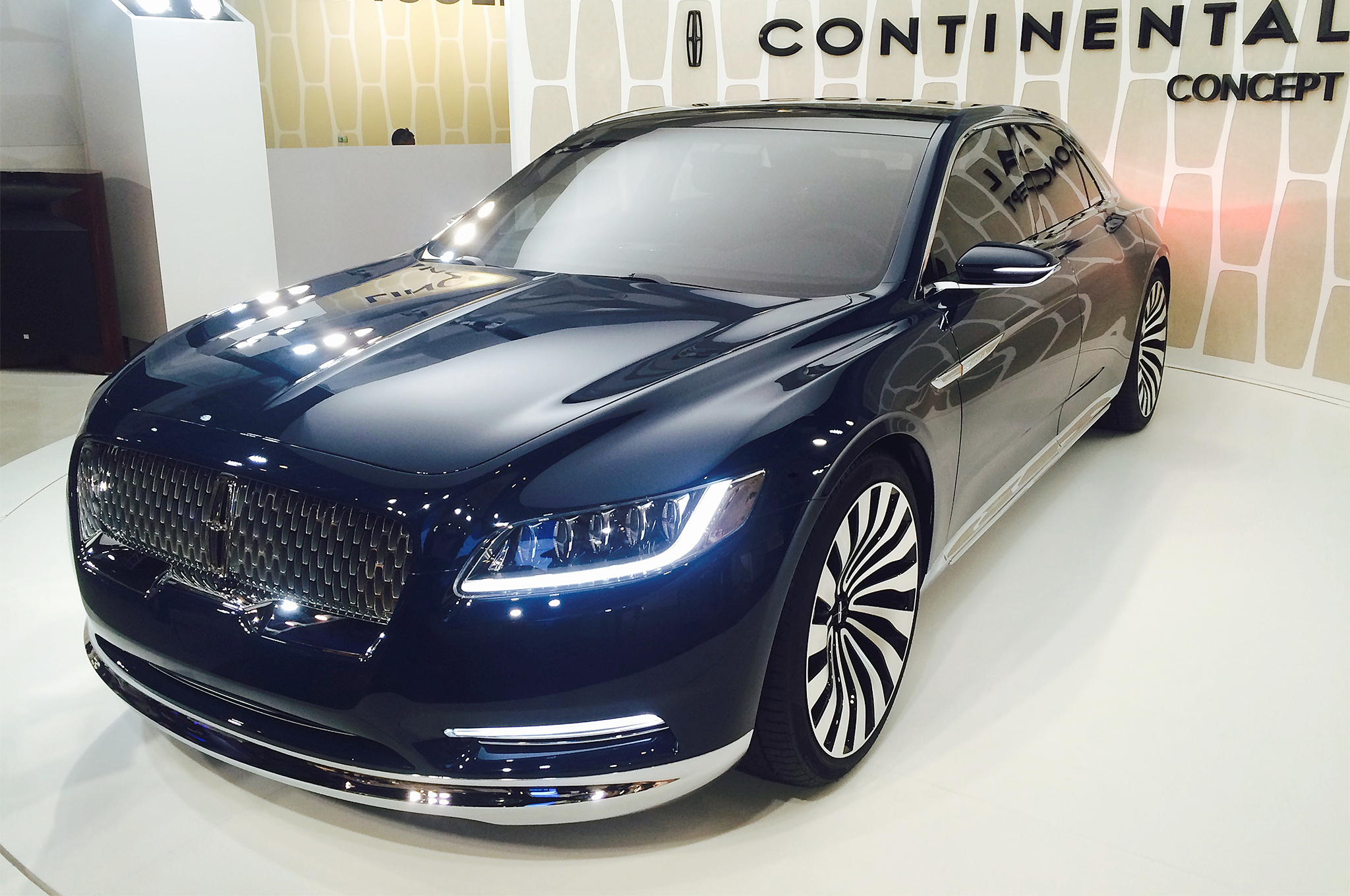 American Luxury Face Off Cadillac Ct6 Vs Lincoln Continental Concept