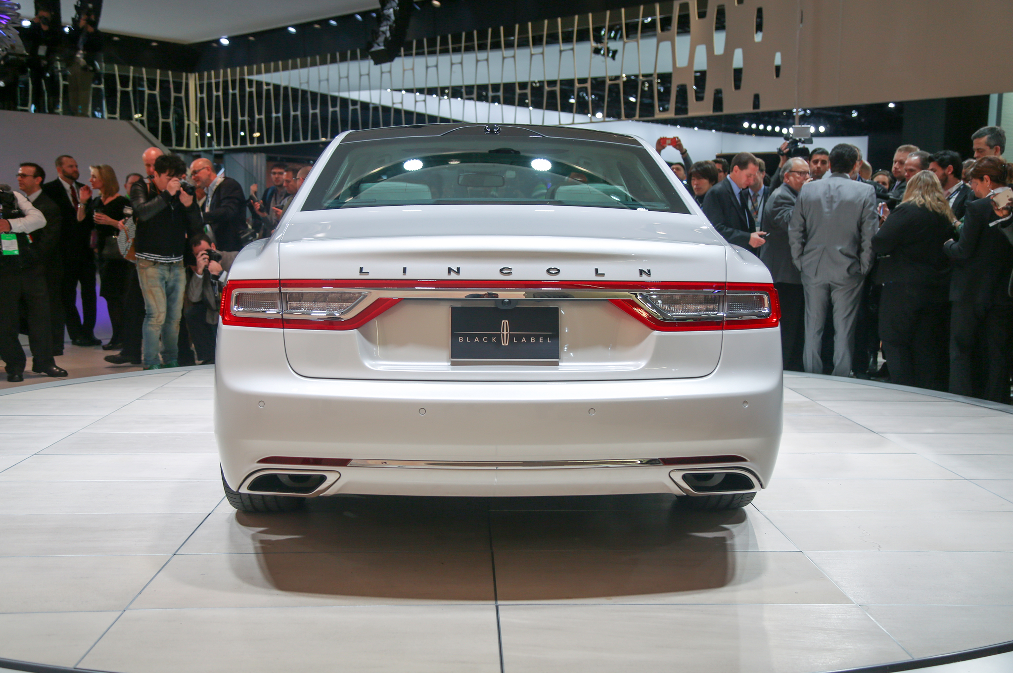 2017 Lincoln Continental Rocks Detroit With 400 Hp Twin Turbo V 6