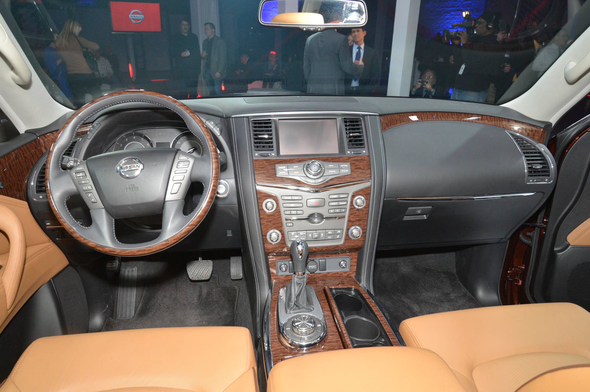 up close and personal with the 2017 nissan armada platinum automobile. Black Bedroom Furniture Sets. Home Design Ideas
