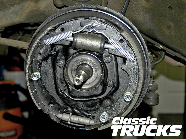 this is the most basic of brake layouts  without self-adjusters, bendix  systems