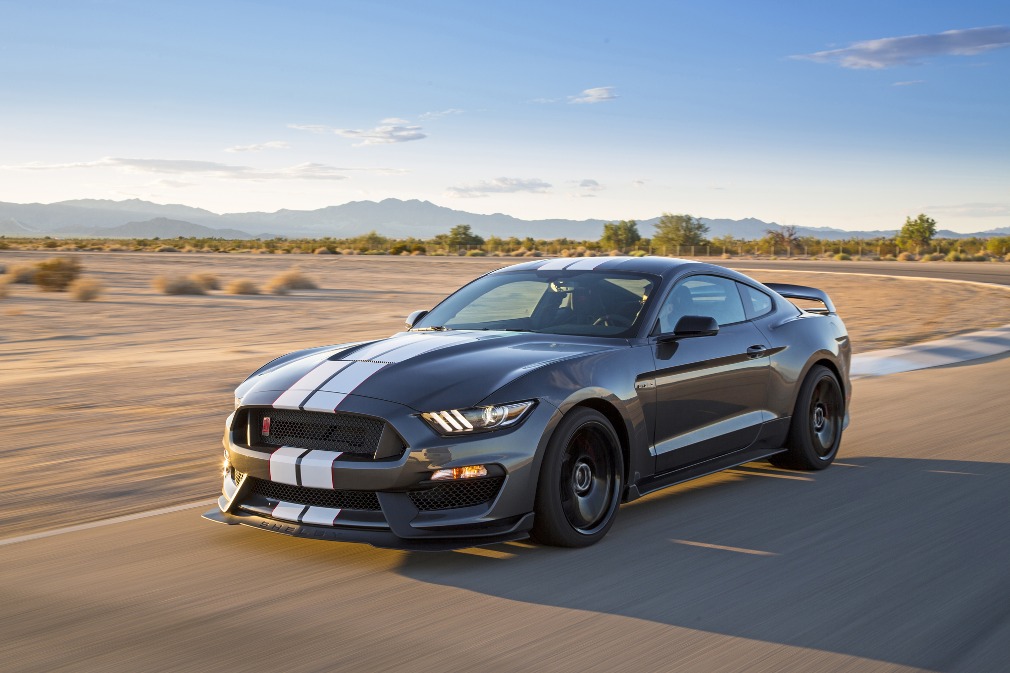2016 ford shelby gt350r mustang head 2 head comparison
