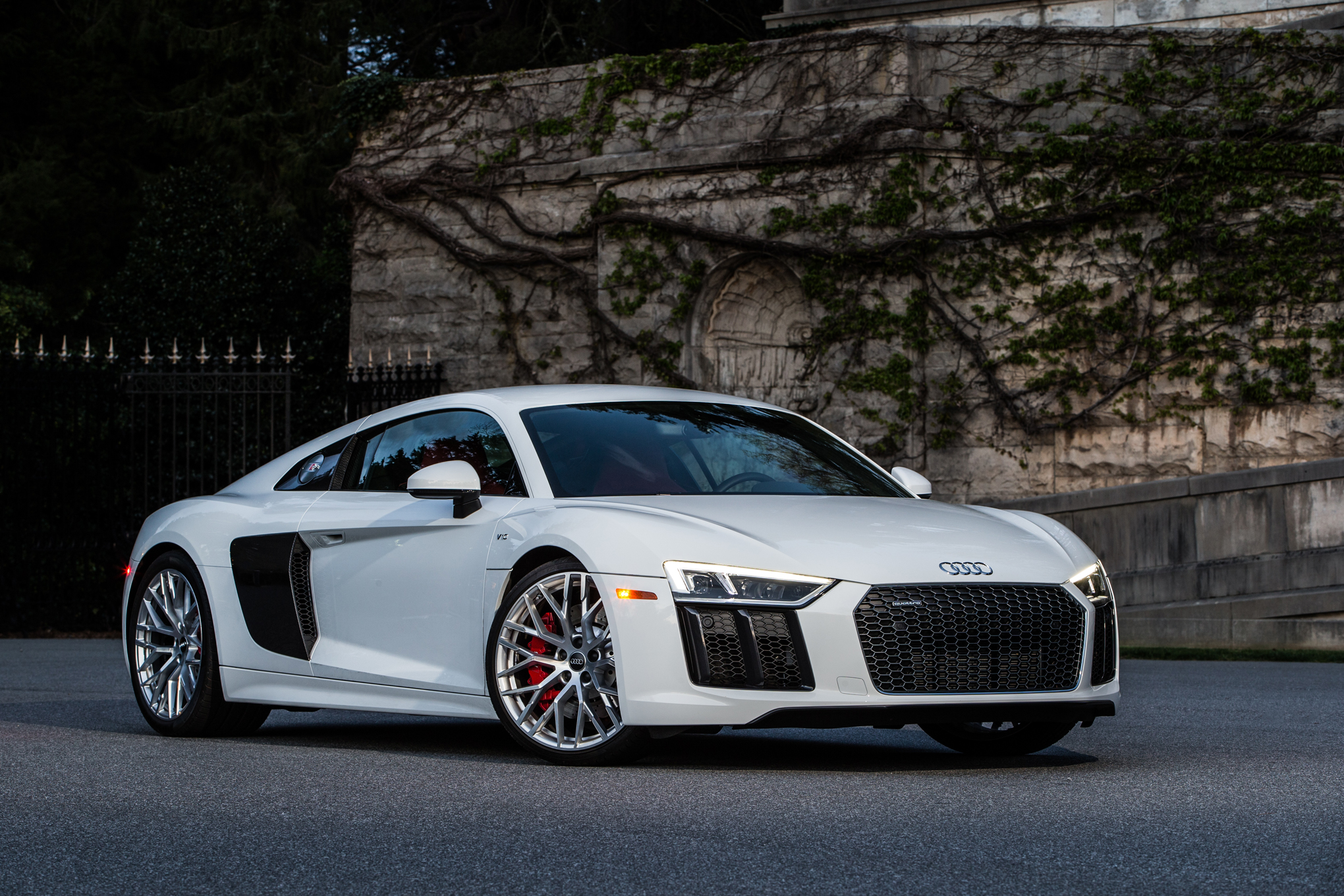 v10 r8 audi plus drive front performance shadows running track
