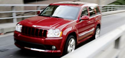 2006 jeep grand cherokee srt8 first look review motor trend. Black Bedroom Furniture Sets. Home Design Ideas